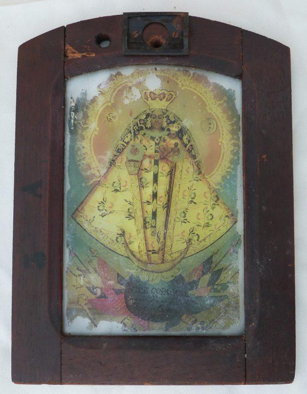 Virgen de Copacabana en tapa de luz